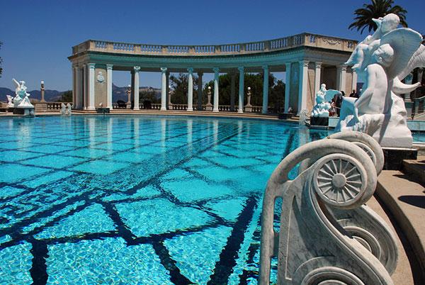 piscina en un castillo